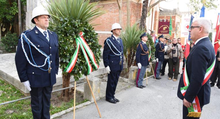 4 novembre, in piazza Duomo alzabandiera e sfilata delle Forze Armate