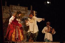 Romeo e Giulietta. L'amore è saltimbanco della compagnia Stivalaccio Teatro sul palco del Concordia