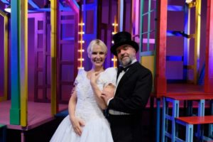 Gaia De Laurentiis e Ugo Dighero al Teatro Rossini di Civitanova Marche con la commedia Alle 5 da me