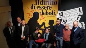 Il diritto di essere deboli. Massimo Dolcini a Parigi nel 1989 per i diritti dell'uomo, si inaugura la mostra a Palazzo Mosca di Pesaro