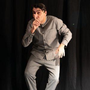 """Il Politeama di Tolentino riprende l'attività anche con uno spettacolo dal vivo: Piero Massimo Macchini è il protagonista del nuovo spettacolo """"Gesticolors"""""""